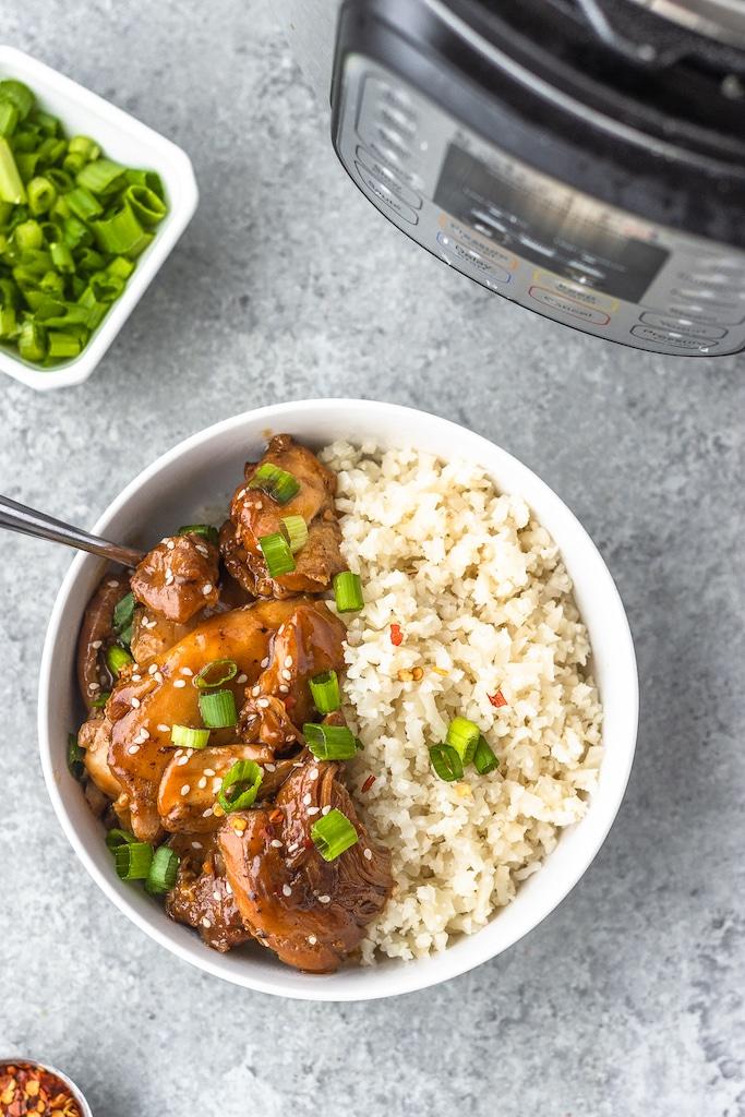 instant pot chicken thighs with cauliflower rice