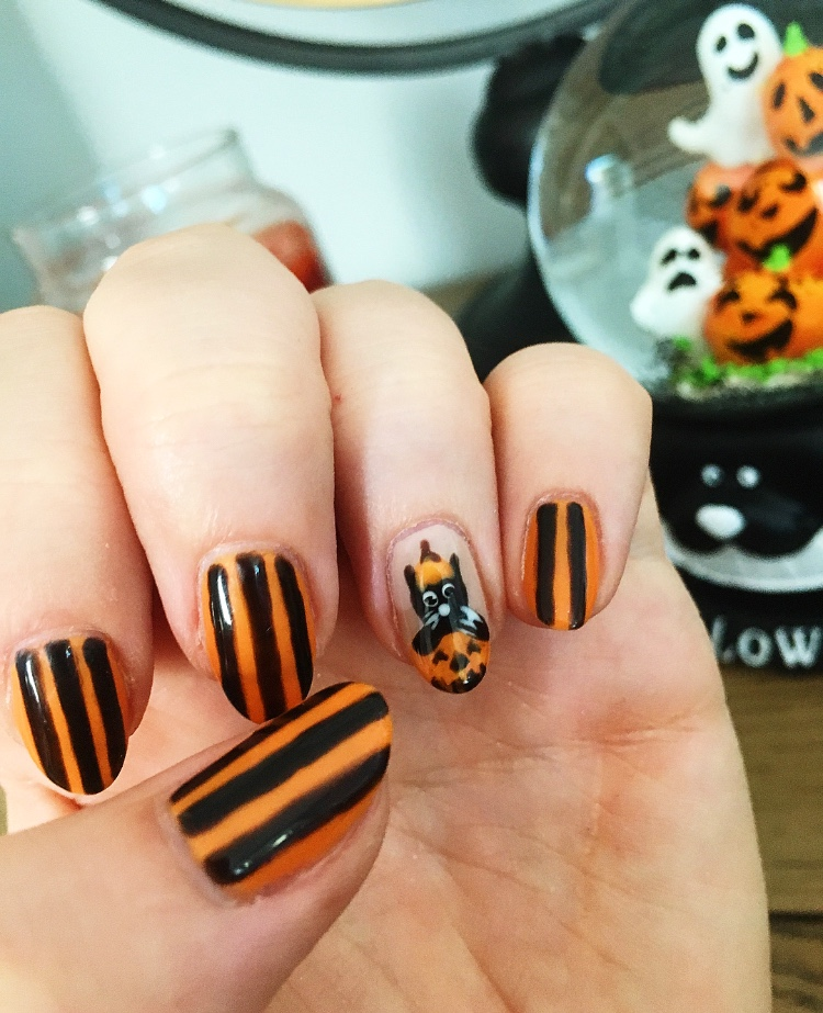 Cat in a pumpkin - Halloween Nail