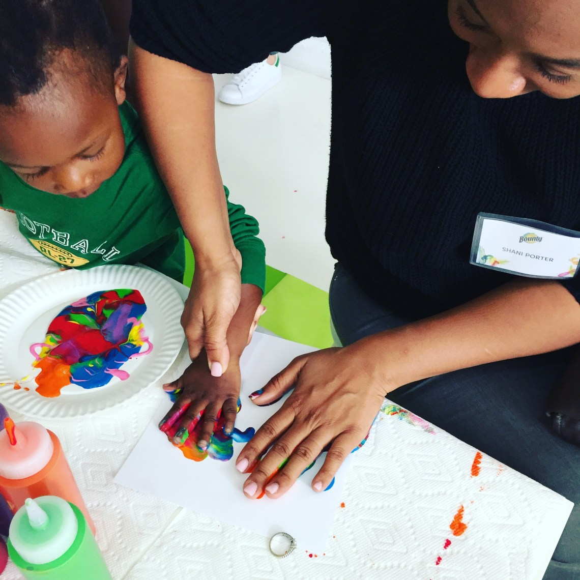 Mommy and me finger painting with Bounty paper towels