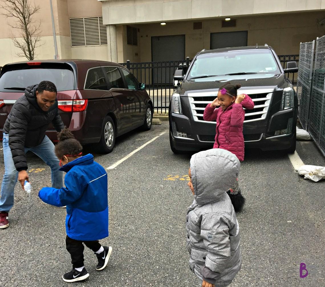 MAVEN car sharing Kids playing