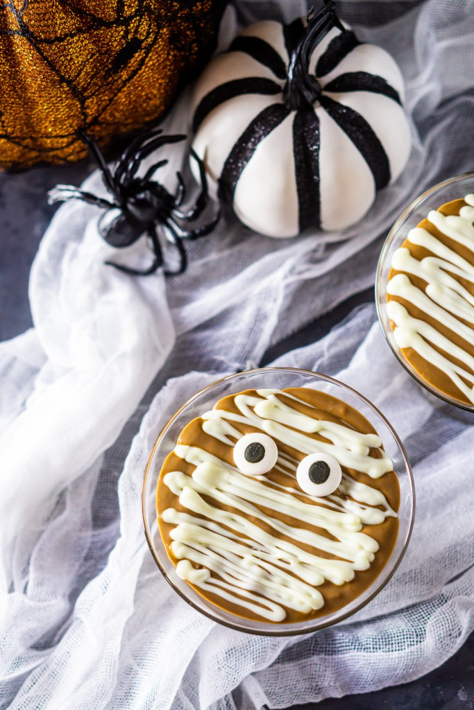 Spooky Halloween Treat Mummy Pudding Cups How cute are these pudding cups! Kids will enjoy devouring these mummy pudding cups just as much as making them.