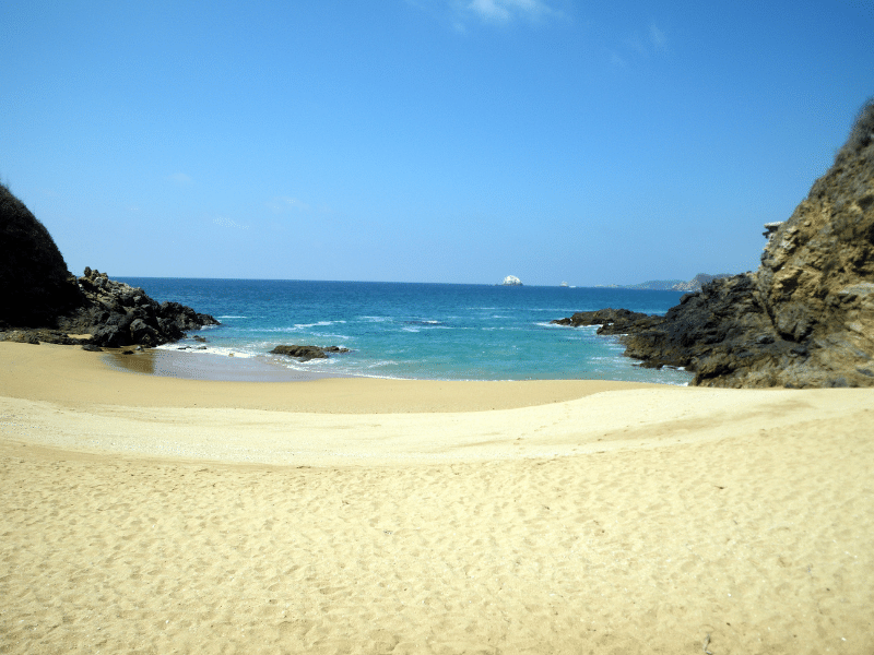 stination for American and Canadian tourists. Family beach vacation