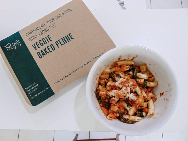 I tried Freshly meals for a week to help me eat healthier, be more organized, and save more time during my busy week schedule, check out my full review #freshly #review #freshlyreview