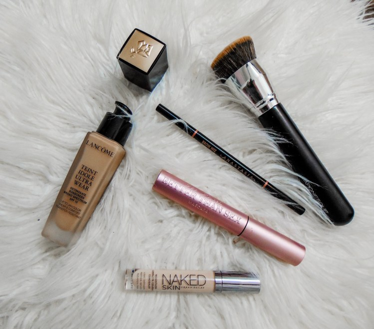 The four makeup products that I never leave the house without! These are the products that completely transform my face in the morning when I'm running late #makeup #quickmakeup #makeuptransformation