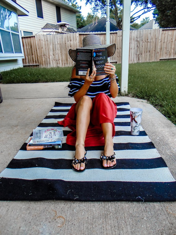 Have you made your summer reading list yet? Check out my list of trending books right now to make sure your summer reading list is stacked and ready to go #summer #book #books #summerreadinglist #summerbooks #vacation #thrillers #blogpost #readinglist #booklist