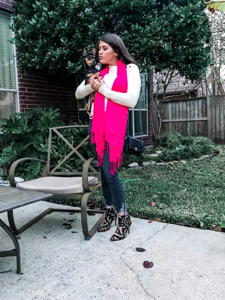 The Trendy New Way to Wear a Scarf #fashion #style #scarf #trendy #fashionblog #styleblog #blogpost #styleguide #ootd #sweaterweather #fashionista #trend #trending #outfit #outfits #trendystyle #cute #cuteoutfit #scarves #burberry #dupes #dupe #burberrydupe #amazon #amazonfinds