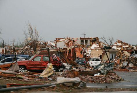 1024px-2011_Joplin,_Missouri_tornado_damage