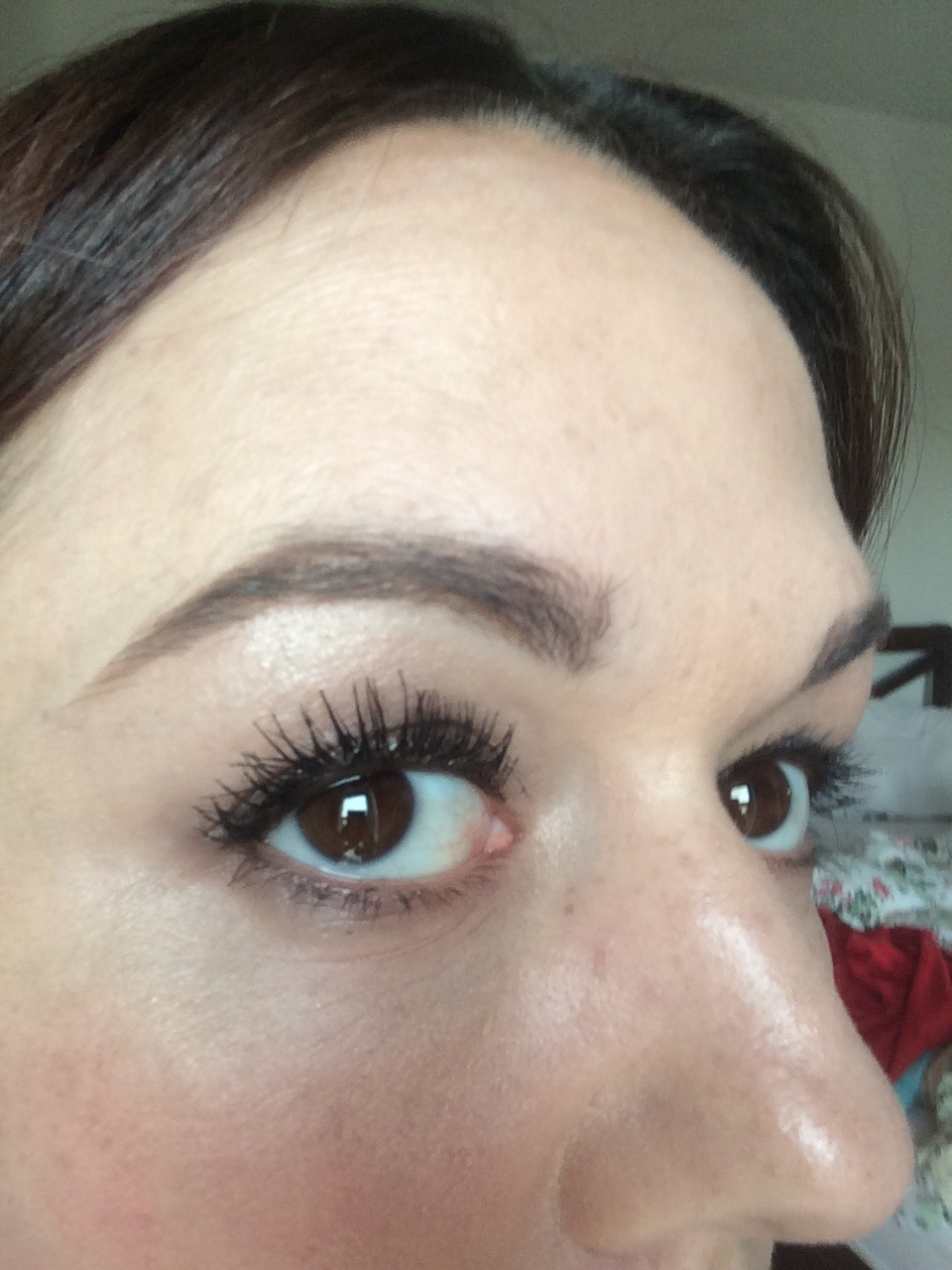 how to grow back overplucked 90s eyebrows- slightly thicker brows  and filled in with makeup