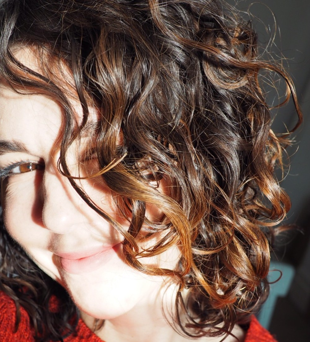 How To Transition From Shampoo To No Poo- My Hair Now- shiny curly hair