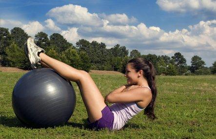 バランスボールトレーニング 女性