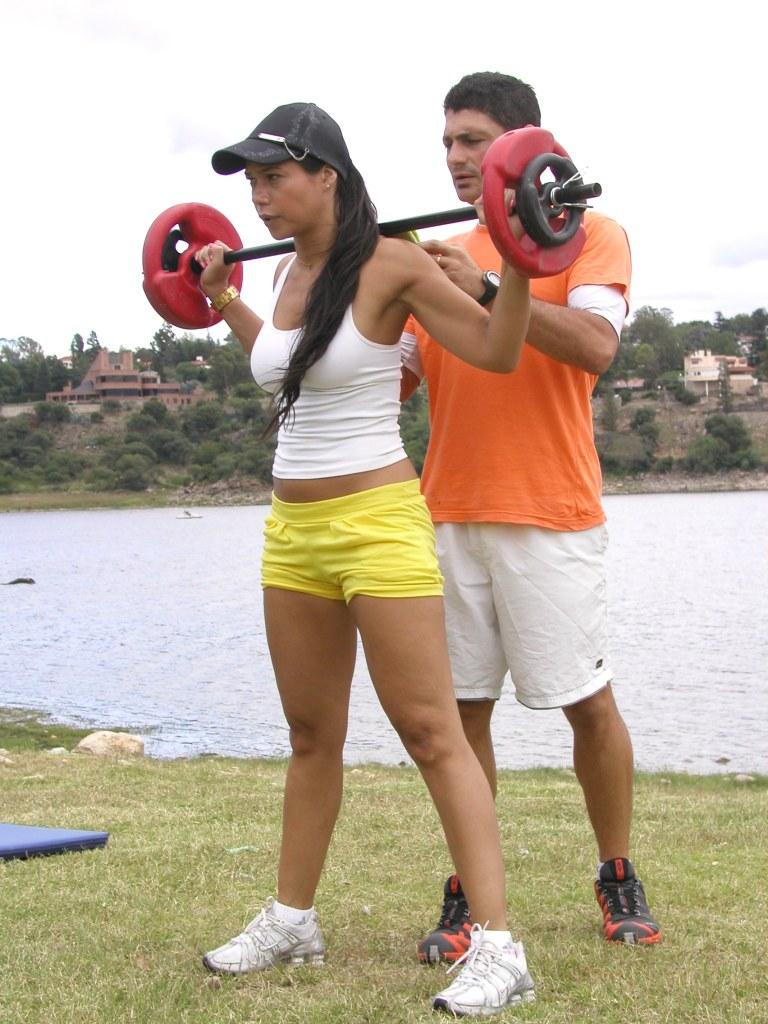 女性 トレーニング パーソナルトレーナー