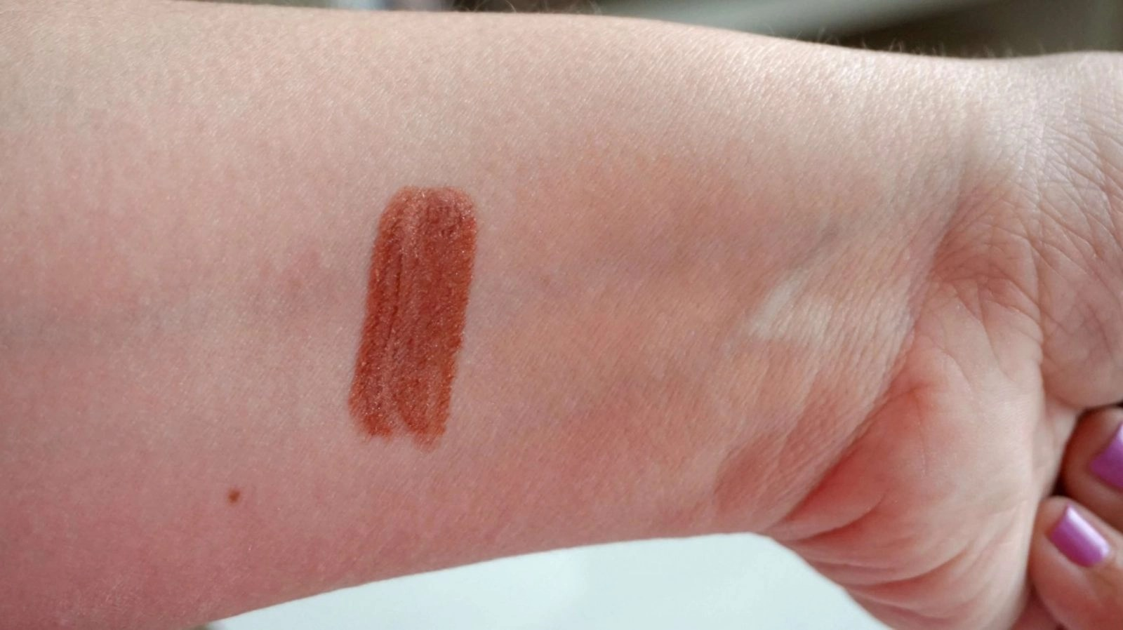 H3 Gloss in Shimmering Nude Large Swatch