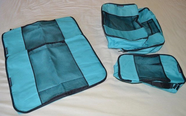 Packing Cubes in teal
