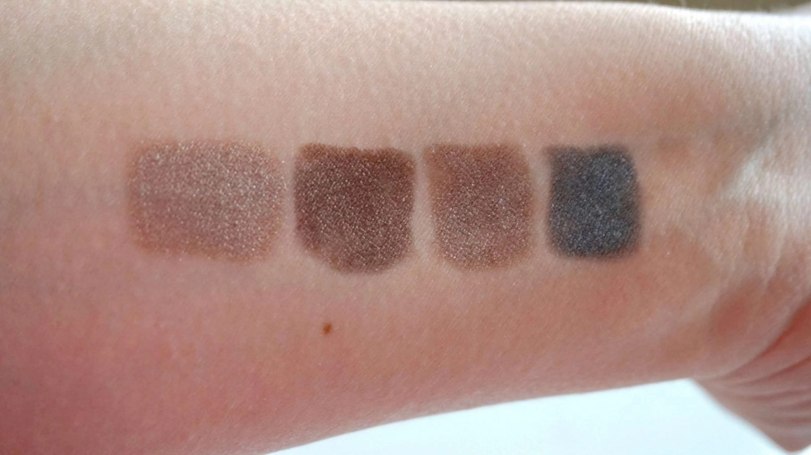 Shadow Stick Extra Swatches