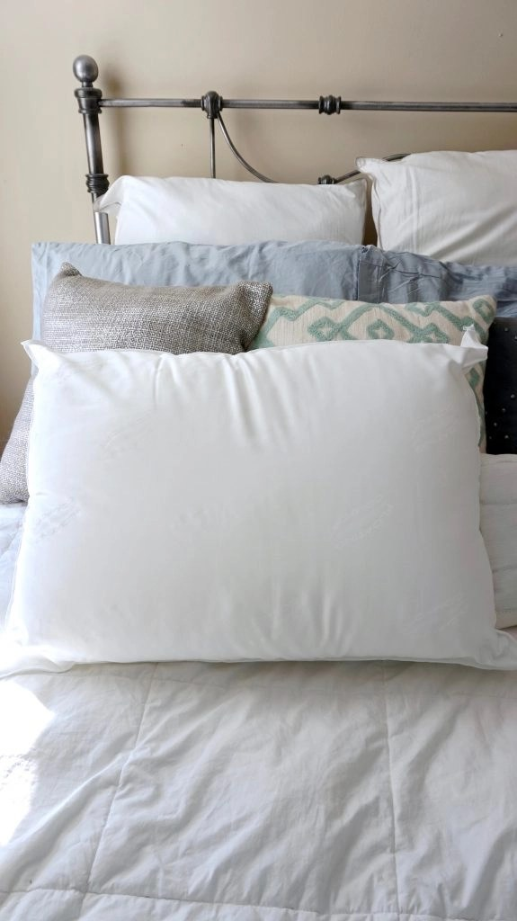 A Waterbase Pillow That Improves Your Sleep