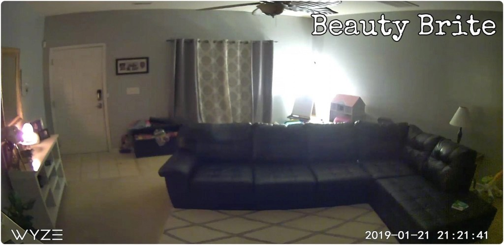WYZE 1080p Cam Pan With Lamp Lighting