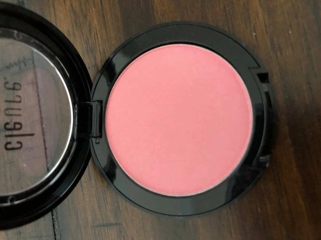 mineral blush matte in flirt opened compact