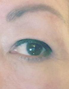 stap 2 eyeliner overhangende oogleden