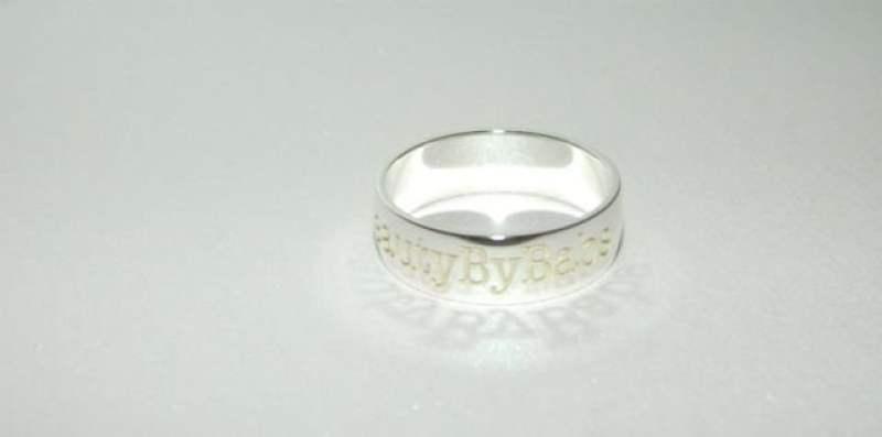 ring met schaduw letters beautybybabs