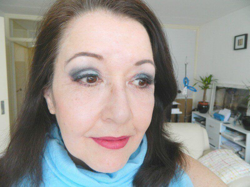 blauwe oogschaduw makeup revolution palette