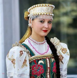 russia-girl-dress_1426662158i100