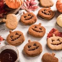 Biscotti alla Zucca Vegan per Halloween Vegan Pumpkin Cutout Cookies