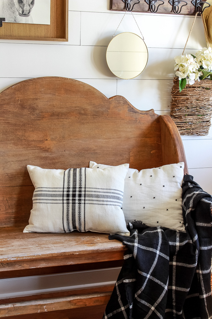 Learn how to make no-sew pillows from placemats with an easy step by step tutorial. An easy DIY that only requires 4 supplies.
