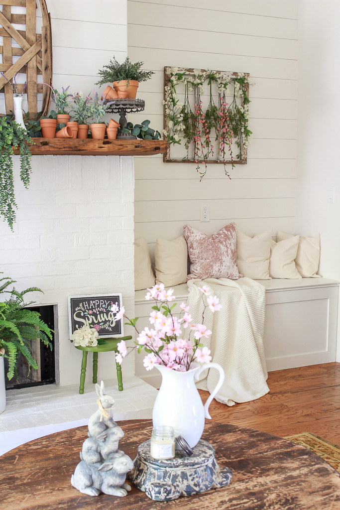 Come on in and welcome to my Easter Decor Tour 2018. I'm joining several talented blogger friends for a blog hop to give you a tour of our homes decorated for Spring and Easter.