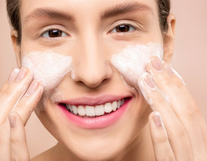 How to wash face without soap