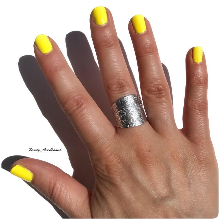 Swatch Hedonist Cirque Colors vernis jaune néon