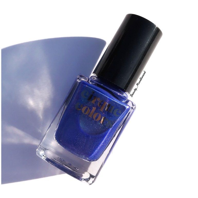 Vernis REM bleu sombre au sous ton vert effet holographique