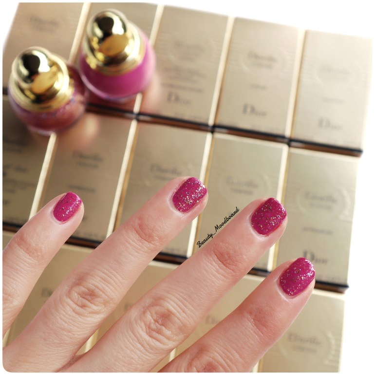 Nail art simple avec le vernis Dior Dream 677 et le Top Coat Glitter du look Happy 2020