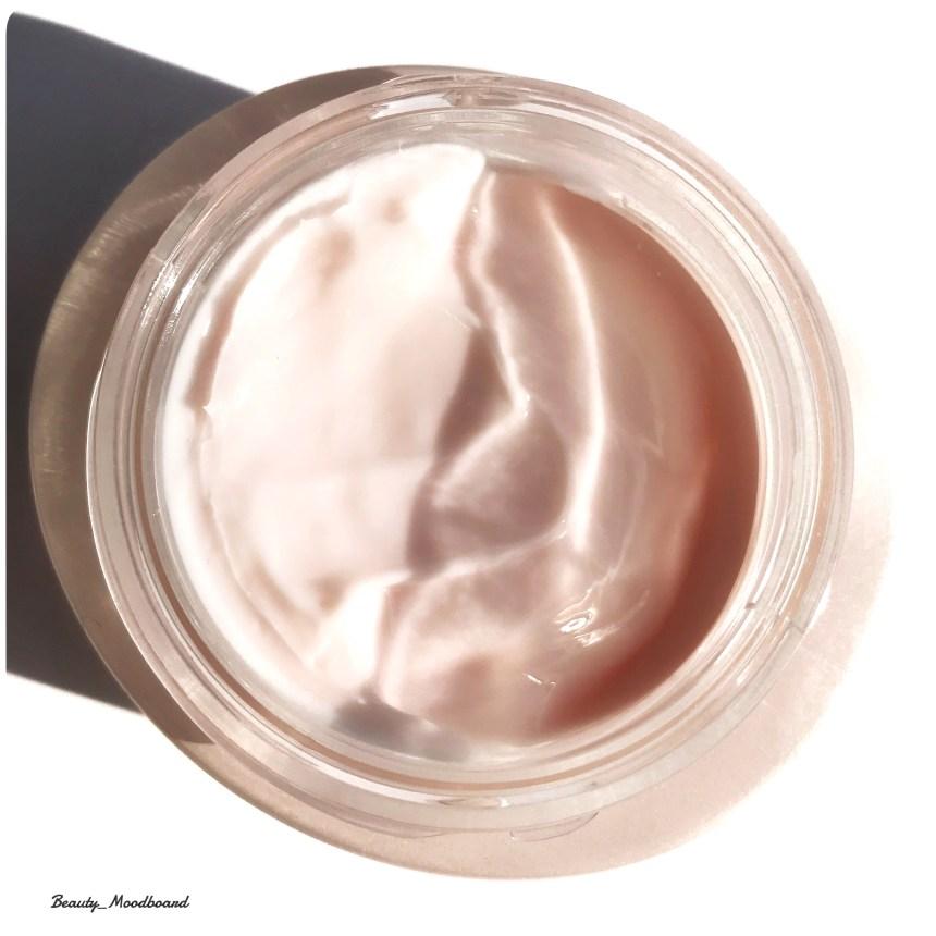 Texture de la nouvelle Crème Fermeté et Correction Rides Dior Capture Totale CELL Energy