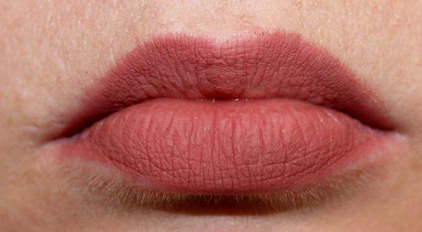 Charlotte Tilbury Pillow Talk Swatch Lips