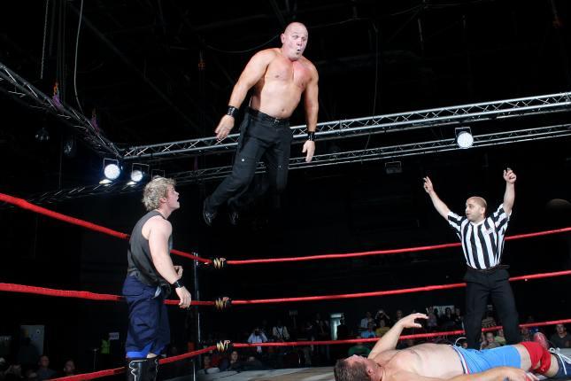 Pro wrestling – sztuka sportowego, teatralnego performance'u