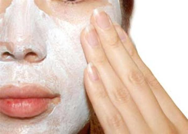 Egg white and yogurt face mask