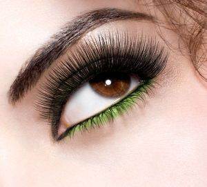 great-lash-lots-of-lashes_model-shot_080643_143923