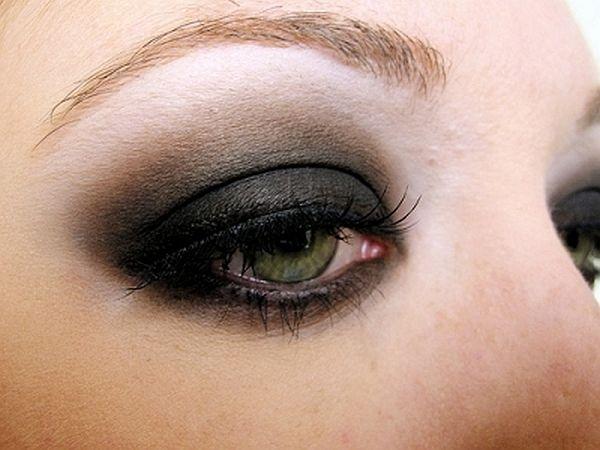 Dark and Smoky Eye shadow