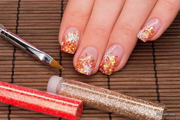 Elegant glittery nail art