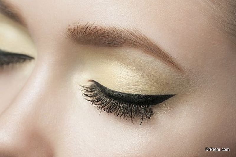 exotic-look-of-thick-eyebrows