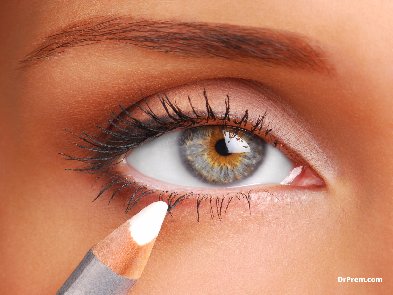 Adding a plain line of white eyeliner