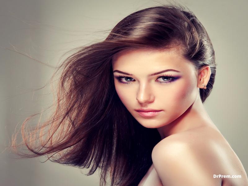 360 white eyeliner and shimmer look