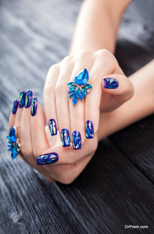 Cloud-patterned-nail-polish