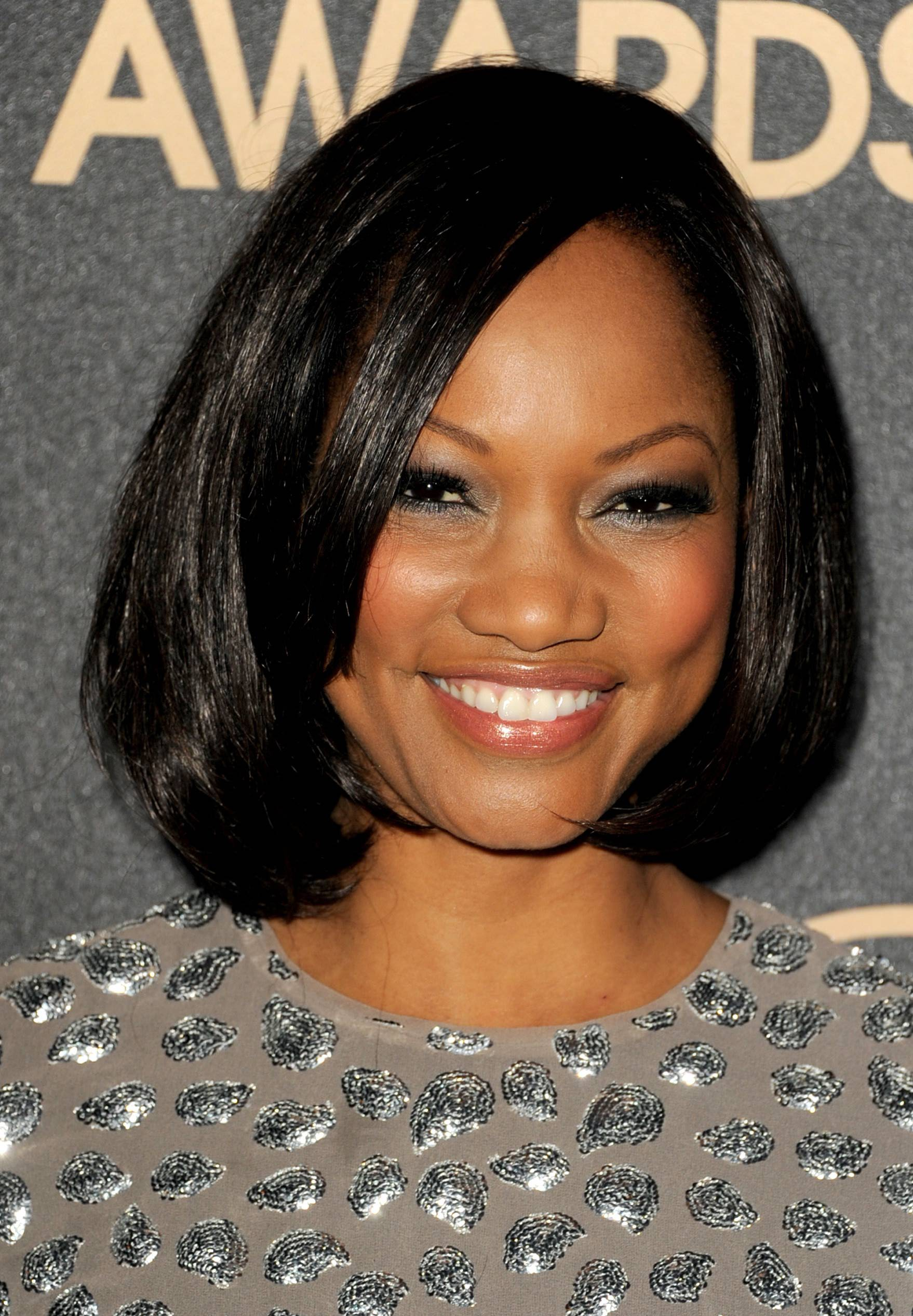 Medium Length Hairstyles For Black Women With Round Faces