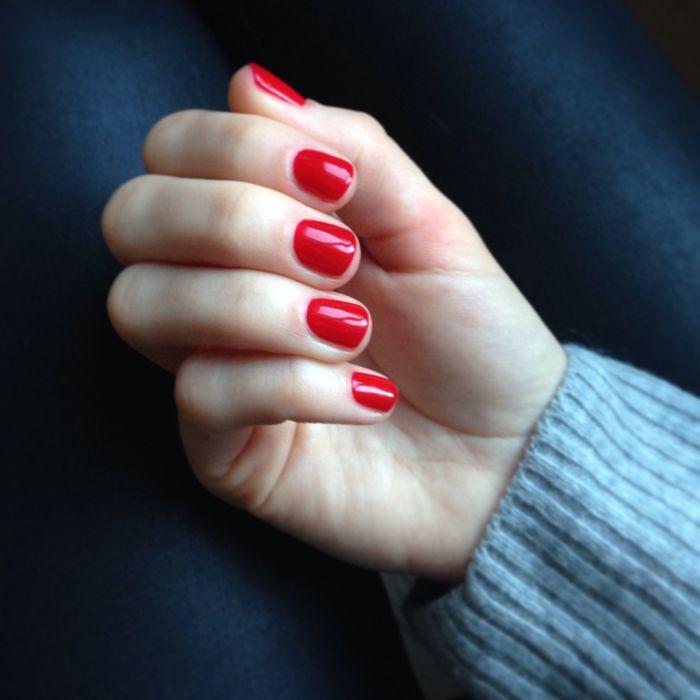 beauty-routine-Lucia-Zappacosta-smalto-rosso