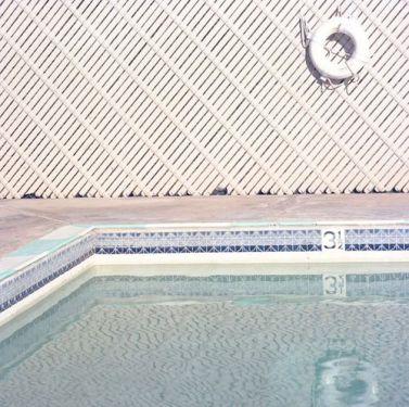 beauty-routine-monica-maggi-piscina