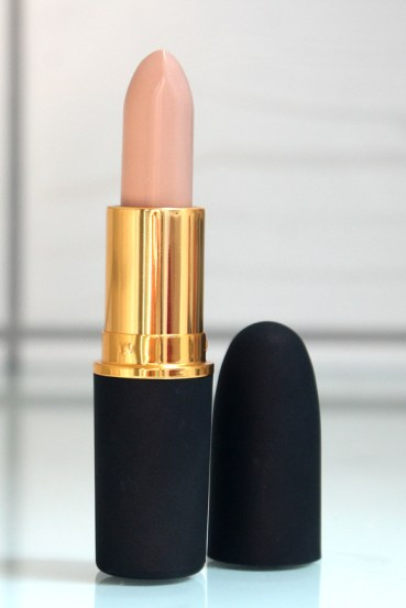 Beauty-routine-Samantha-Scaloni-MAC_Pedro-Lourenco_Peach-Beige_Lipstick