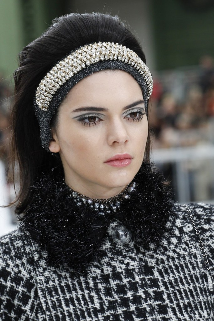 Тенденции от колекцията есен-зима 2017/2018 на Chanel.