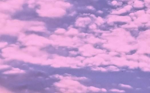Розовите облаци като символ на позитивното мислене.