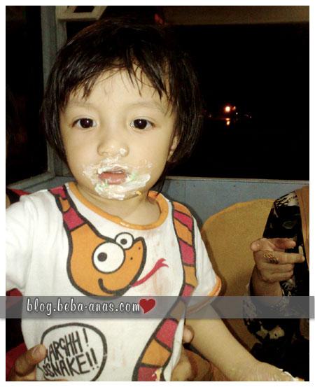 alif makan kek comot comot!